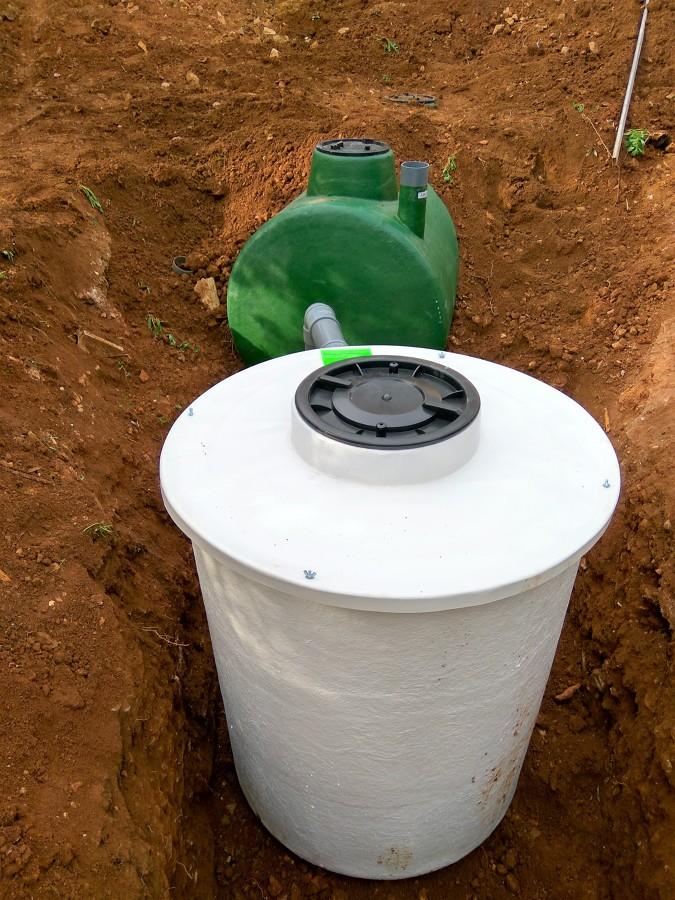 Colocacion del depósito estanco y conexión a la fosa séptica