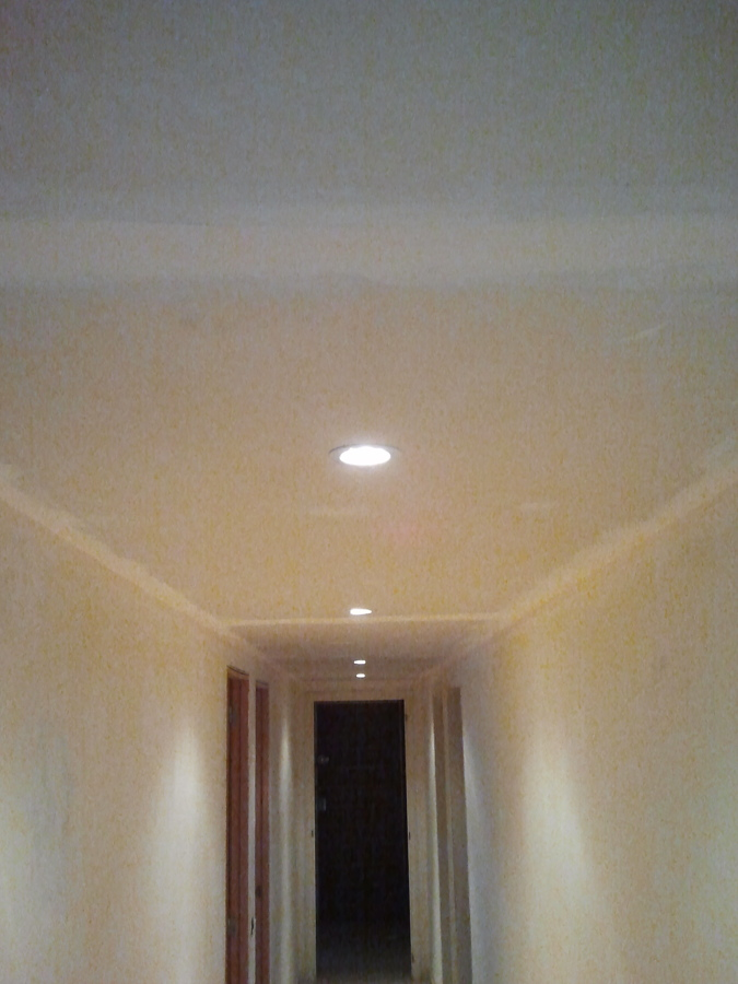 Foto colocaci n luces led en techo pladur pasillo de - Focos techo led ...