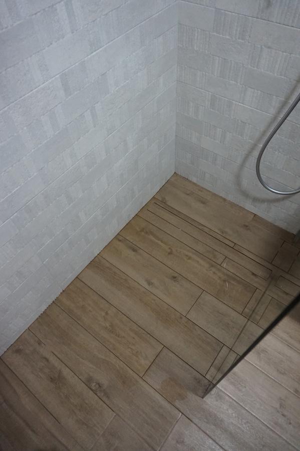 Pavimento y plato ducha al mismo nivel ideas reformas Ideas para duchas de obra