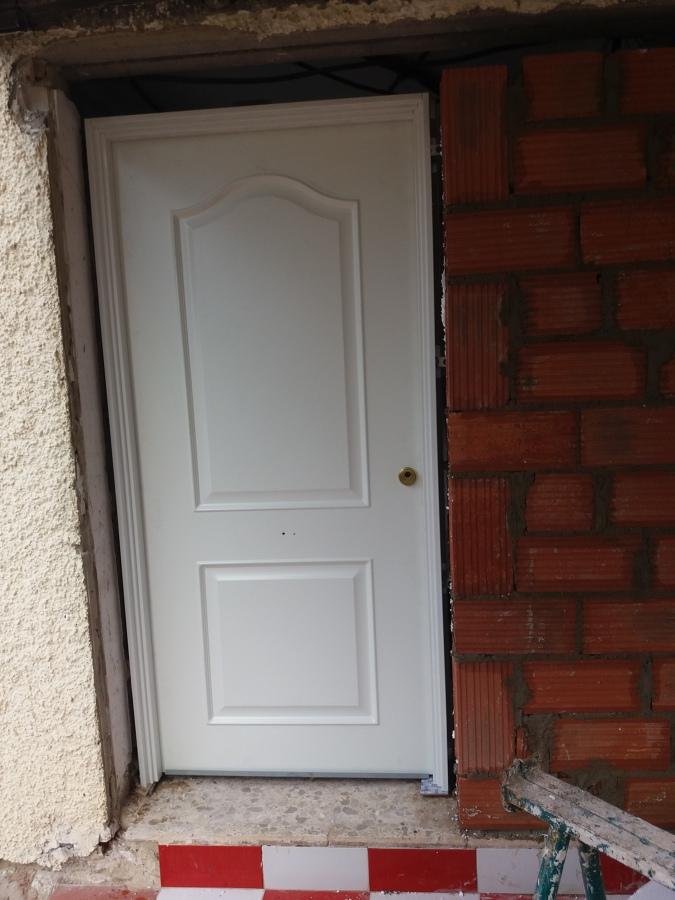 Colocación y abdicación de puerta