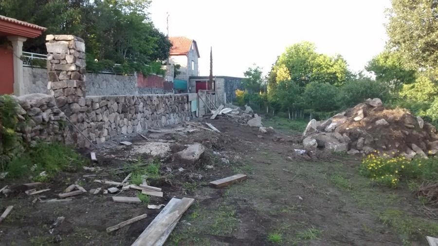 Muro de piedra de mamposter a para cierre de finca en - Empresas de construccion en pontevedra ...