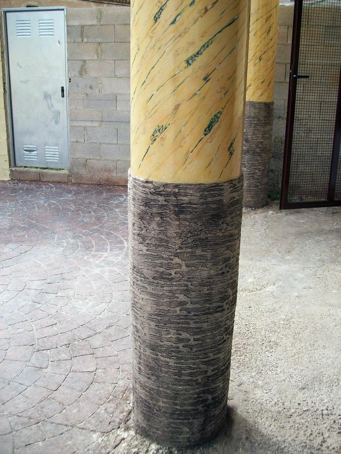 Columna en impreso de monocapa e imitación