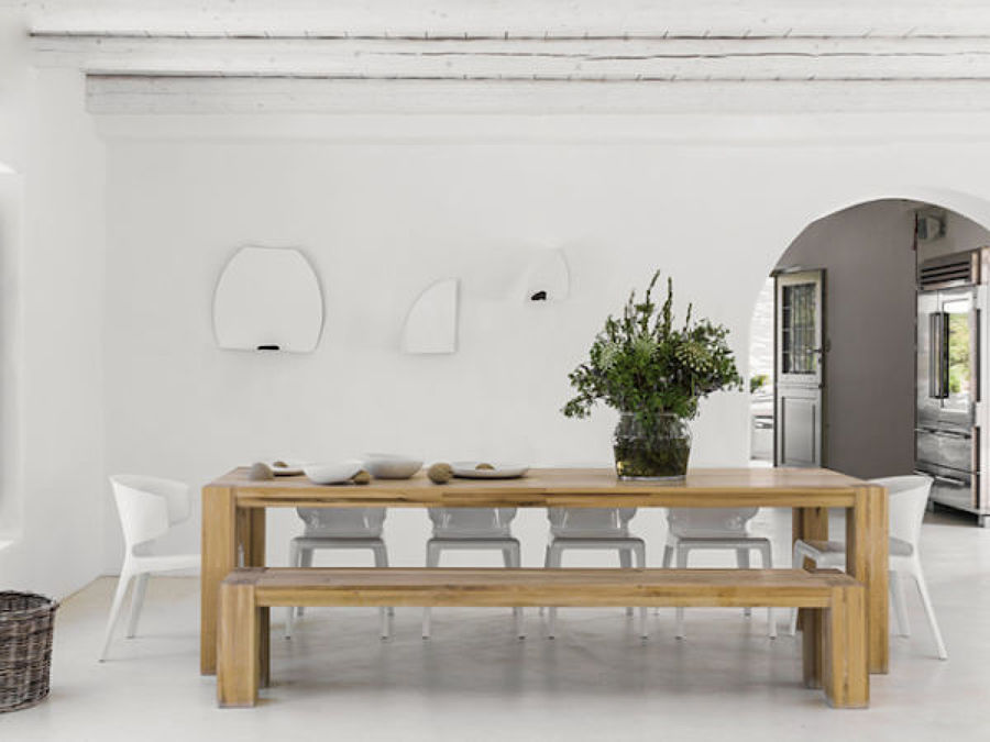 Comedor con mesa de madera