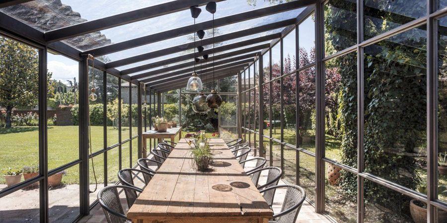 Comedor exterior invernadero de hierro y cristal