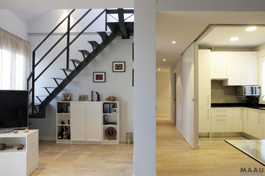 Foto comedor sal n cocina acceso terraza de m a a u for Escaleras de salon