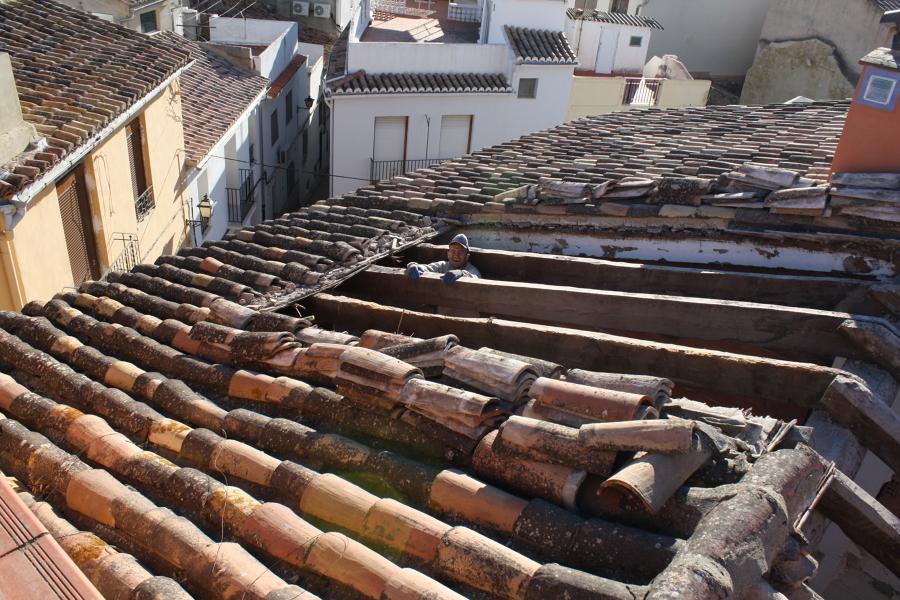 Rehabilitaci n de una casa de pueblo en valencia ideas for Cambiar tejado casa antigua