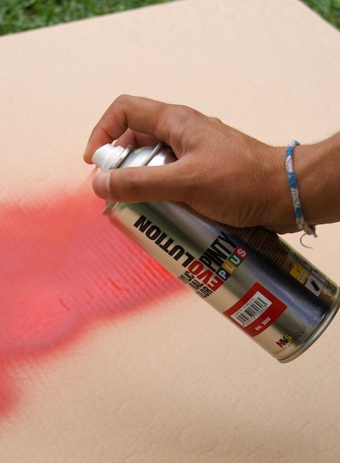 Como pintar muebles con spray ideas limpieza for Pintar muebles con spray