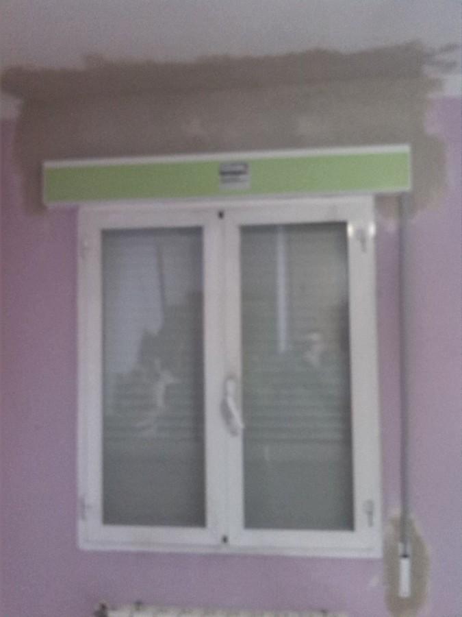 Compacto ventana con persiana