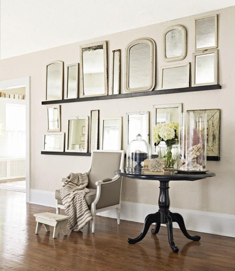composicin de espejos vintage en el saln