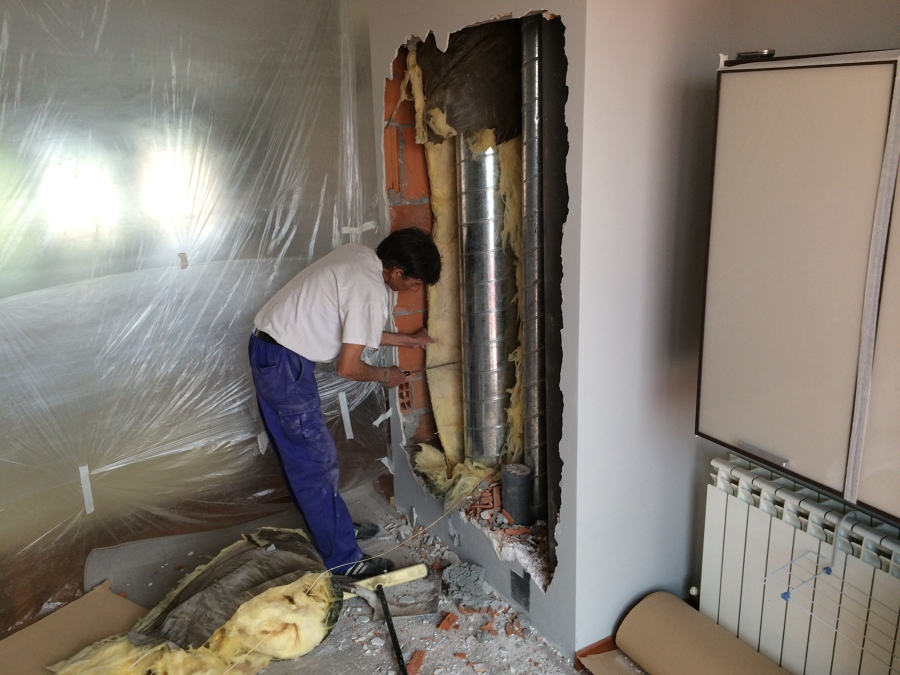 Instalacion de armario empotrado en hueco de bajantes y - Tubo de chimenea ...