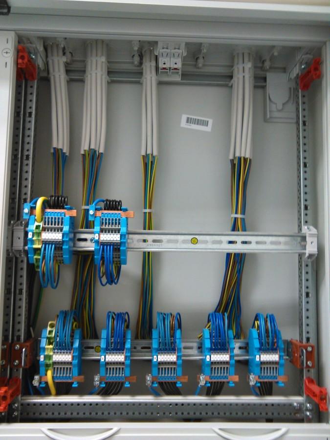 Conexionado en bornas del cuadro eléctrico.