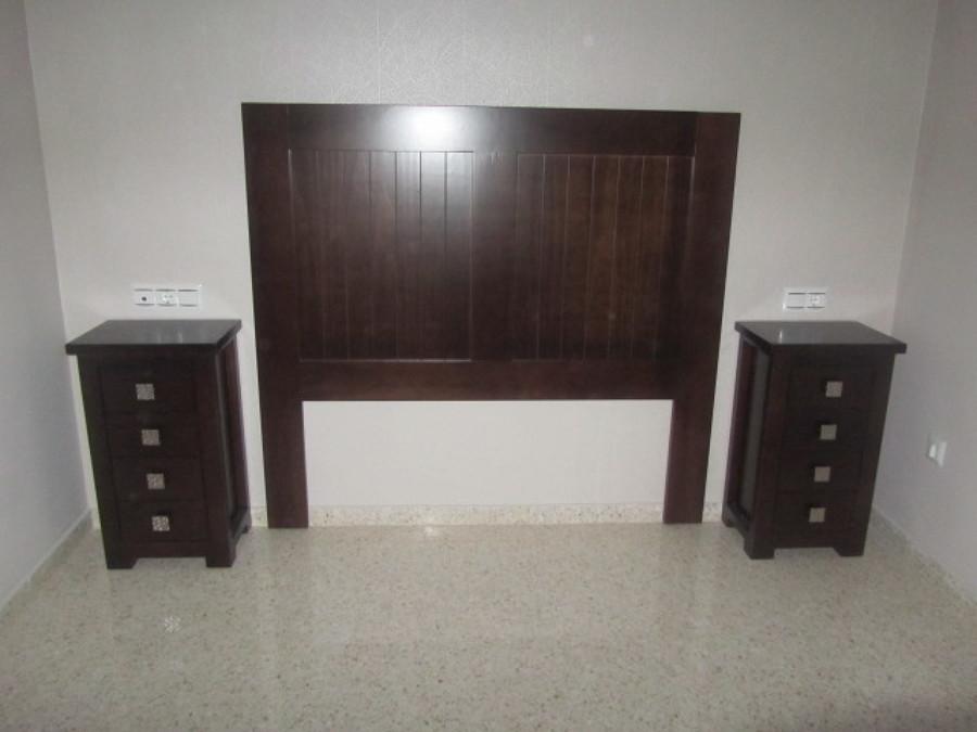 Conjunto cabecero y mesitas de noche fabricado en madera Conjunto cabecero y mesitas