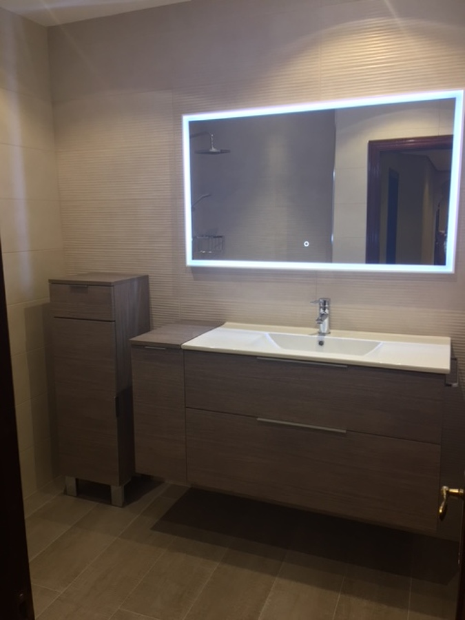 Ba o moderno y funcional en pola de laviana ideas Espejo bano luz integrada
