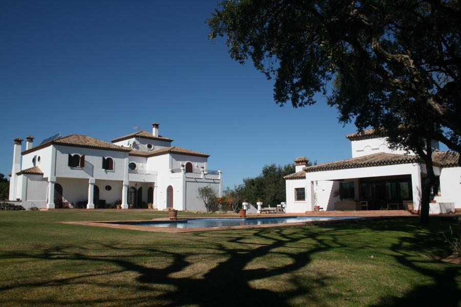 Conjunto de vivienda y casa de invitados