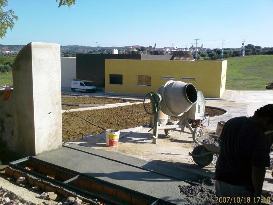 Construcción de acceso al Tanatorio