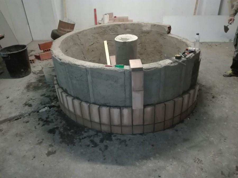 Foto construcci n de barbacoa redonda de construcciones y - Construccion barbacoa ...