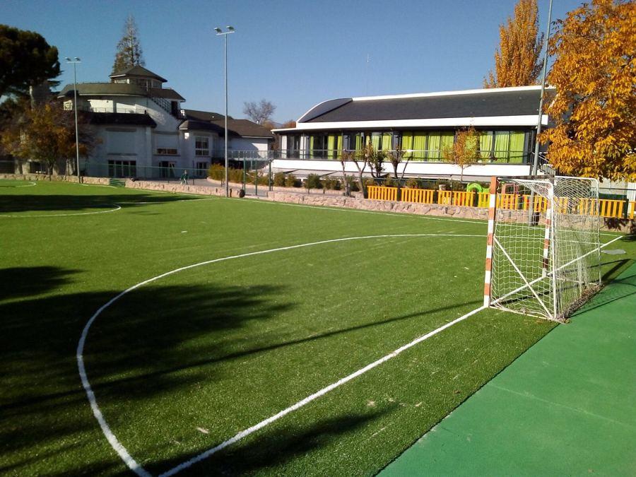 Construcción de campo de fútbol de cesped artificial en Colegio Montesori (Alpedrete, Madrid)_3