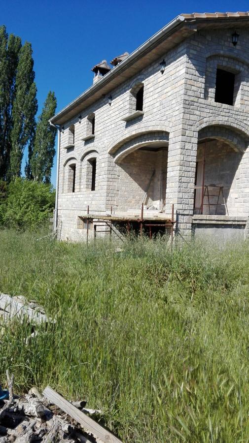 Foto construccion de casa rustica en piedra natural de - Construccion casas de piedra ...