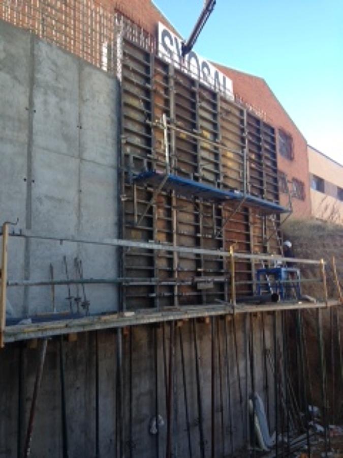 Construcci n de muro de hormig n de contenci n de tierra - Empresas de construccion en madrid ...