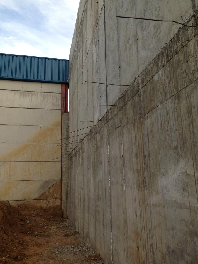 Construcci n de muro de hormig n de contenci n de tierra madrid ideas construcci n muros - Muros de hormigon ...