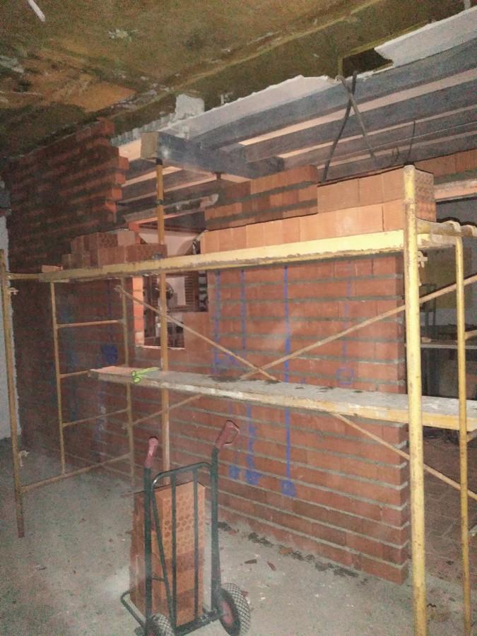 Construcción de muros, alicatados...