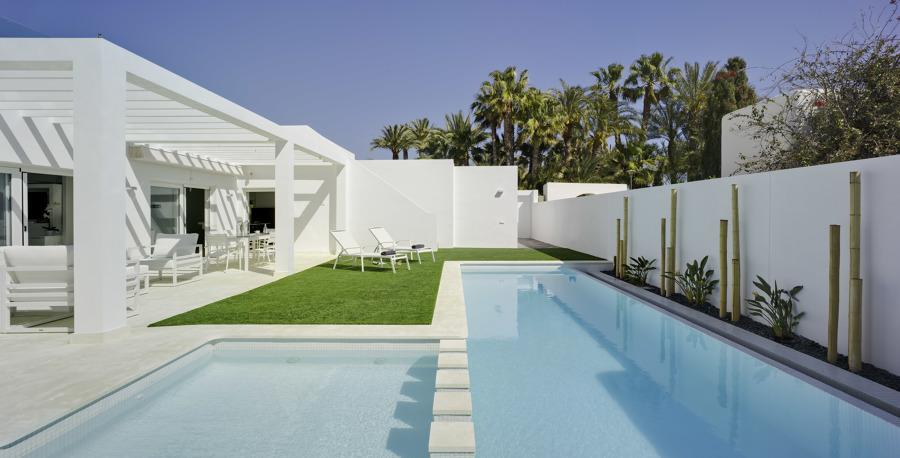 Construcción de piscina en vivienda residencial