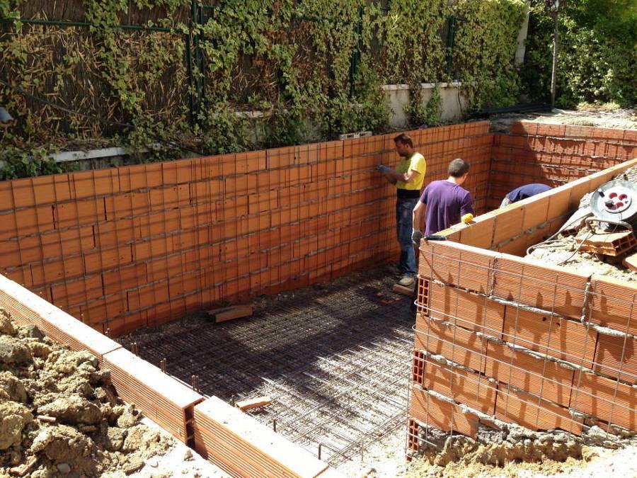 Foto construcci n de piscina de ardigral 538514 for Construccion de piscinas en granada