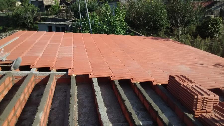 Construcción de tejado cerámico