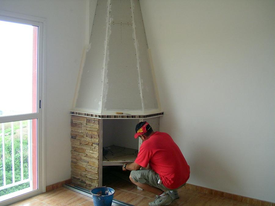 Construcción de una chimenea en casa particular