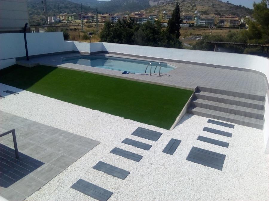 Construccion piscina de hormigon sobre el suelo for Hormigon encerado sobre suelo de baldosas