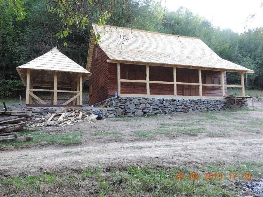 Construción casa de madera y  ( chiringuito en jardin)