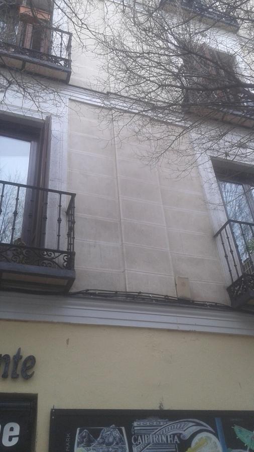 Cornisa en fachada.