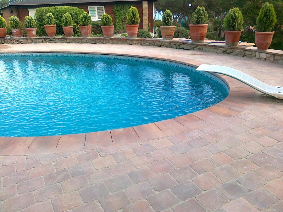 Foto coronaci n piscina mediante losa mismo color al adoqu n de emcoprom s l 1182194 - Coronacion de piscinas precios ...