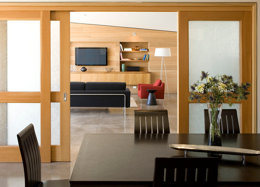 puerta corredera de madera y cristal