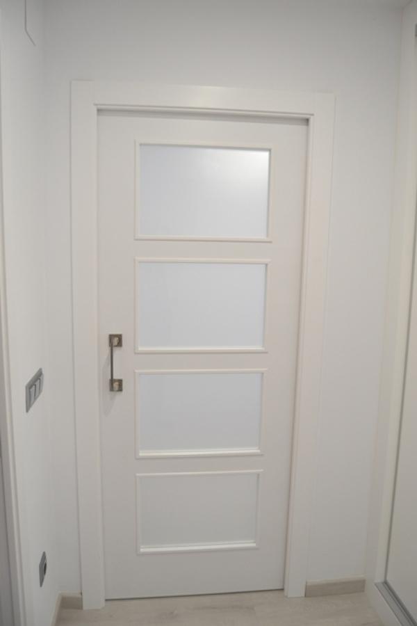 Puertas lacadas en blanco ideas carpinteros - Puertas lacadas en blanco roto ...