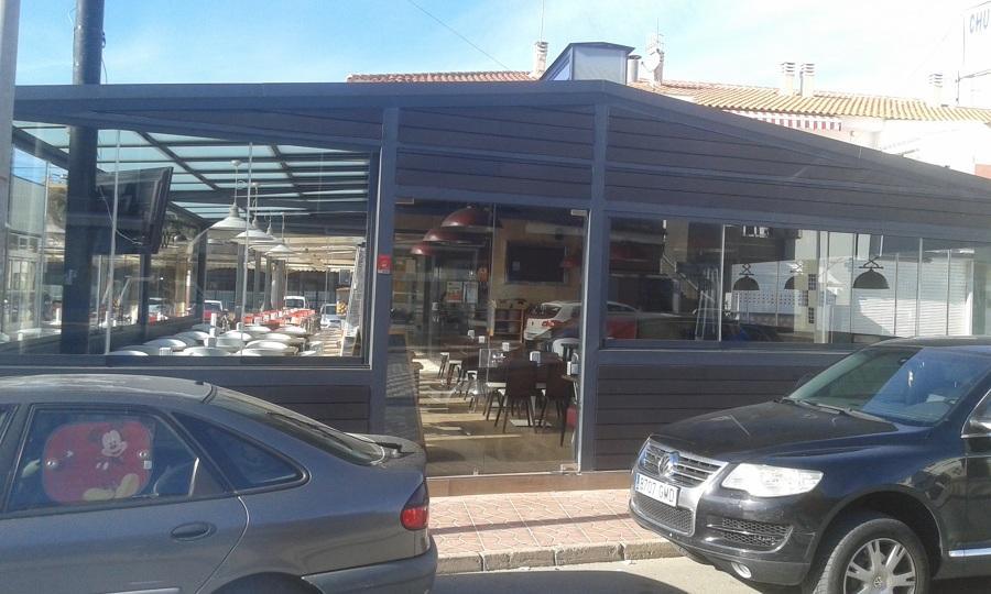 Cerramiento de la terraza de un bar en murcia mazarr n for Cortinas de cristal murcia