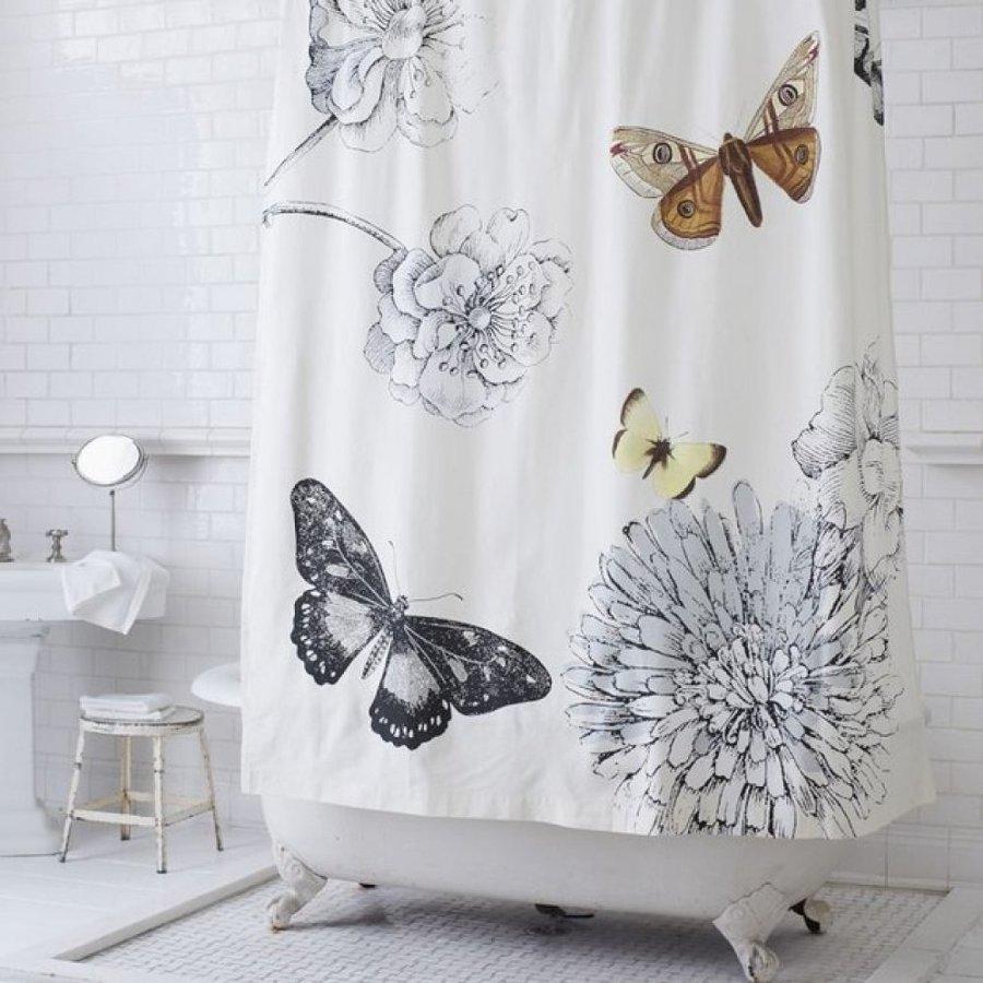 Cortina de mariposas y flores