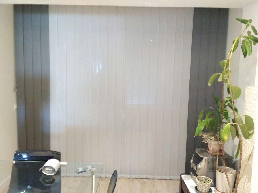 Cortina Vertical Metal Screen