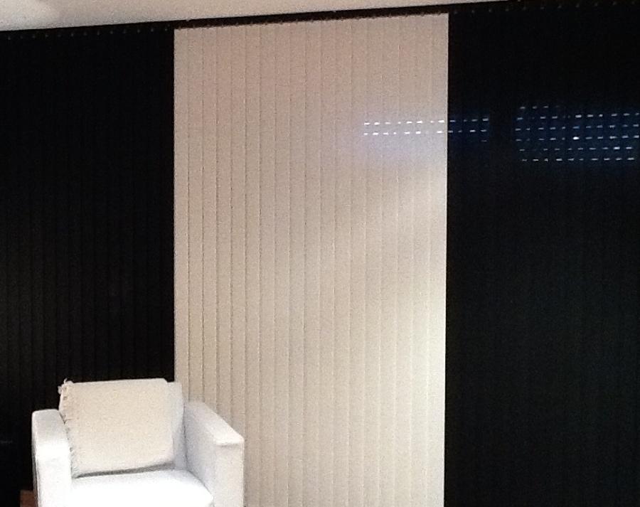 Foto cortina vertical tejido microperforado de persianas - Puertas roper valladolid ...