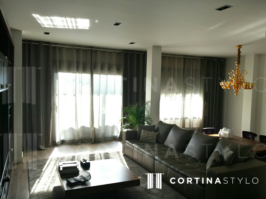 Instalaci n cortinas en sal n ideas art culos decoraci n for Precio cortinas salon