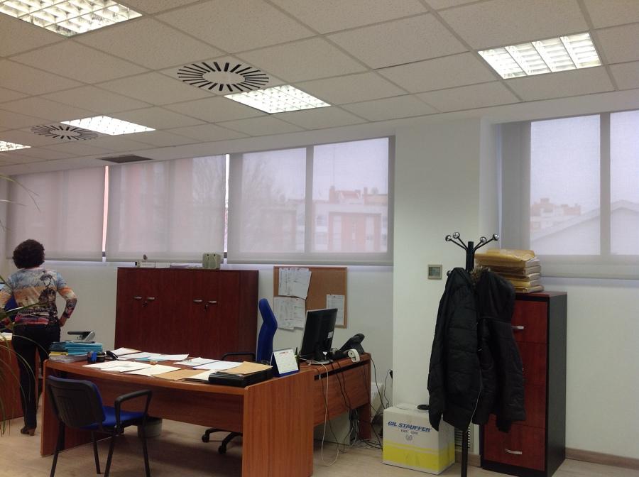 Cortinas enrollables en Oficina de Intra