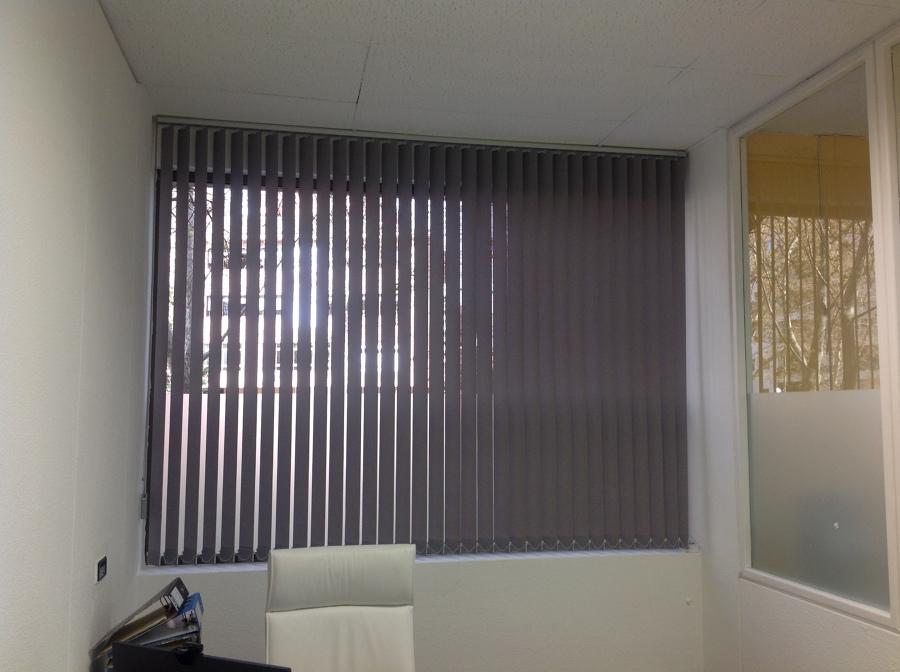 Cortinas verticales madrid cortinas de lamas con formas vestir la casa con estilo real estate - Cortinas verticales madrid ...