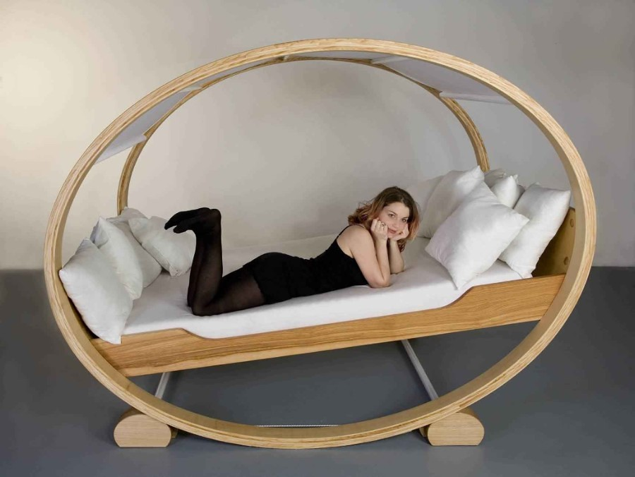 creative-private-cloud-rocking-bed-design