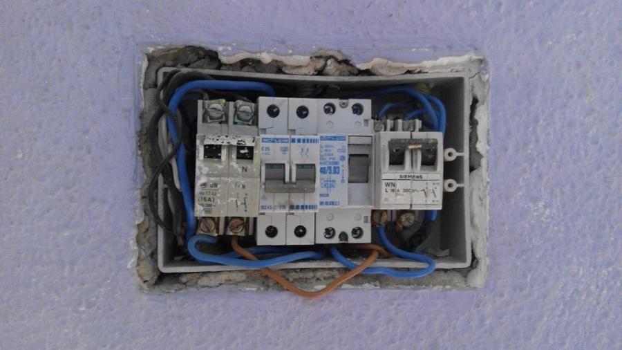 Cambio de caja contadores y cuadro el ctrico en vivienda for Caja cuadro electrico