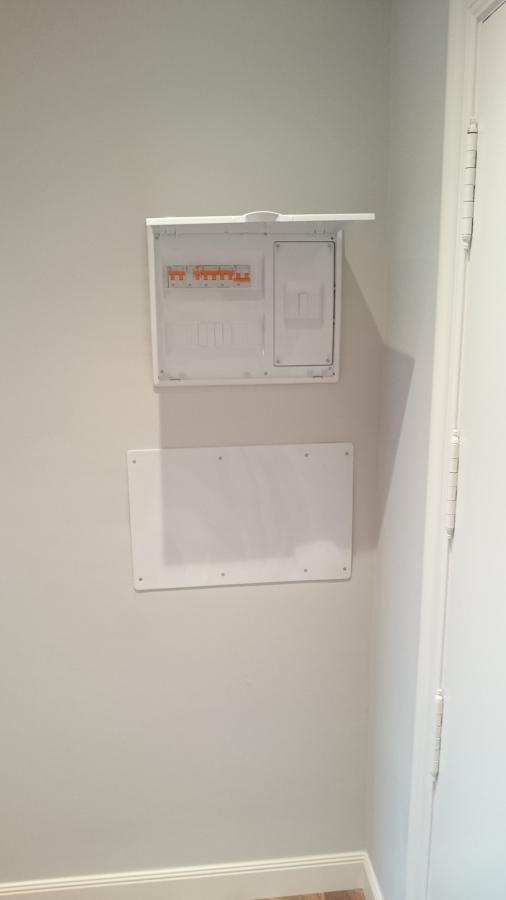 Cuadro eléctrico general y caja telecomunicaciones