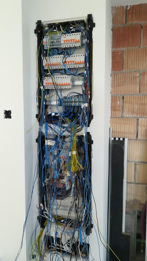 cuadros eléctrico y domótico en construcción