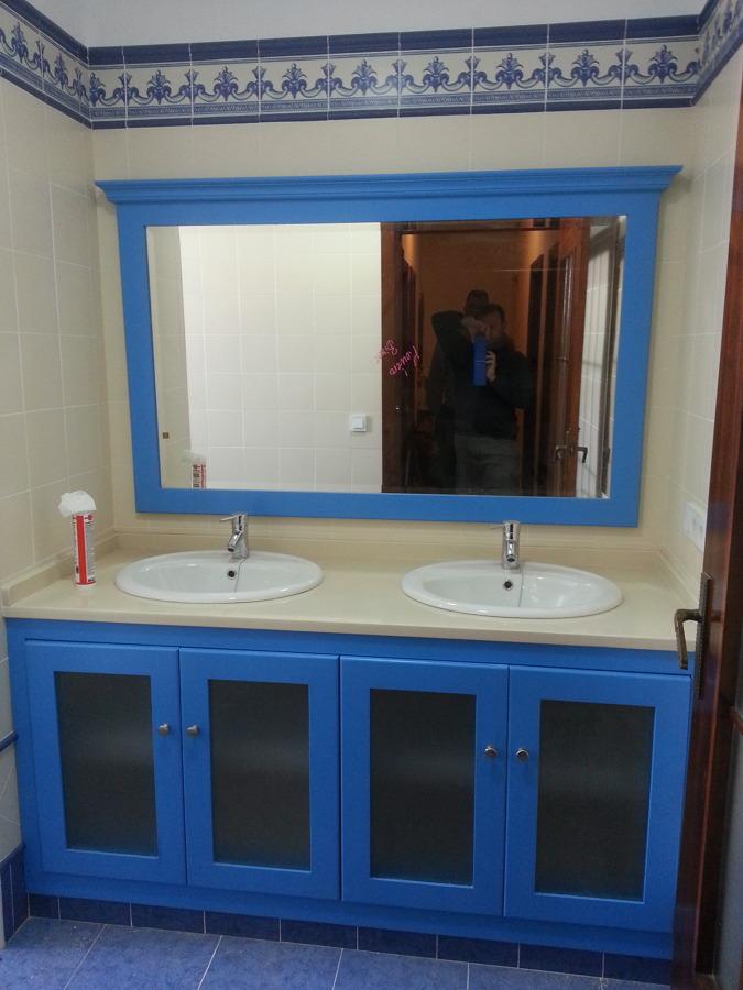 Foto cuarto de ba o azul de carpinter a montero de - Cuartos de bano sevilla ...