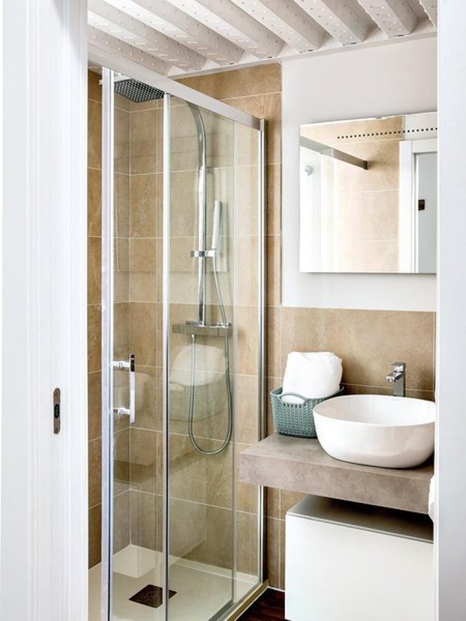 Foto cuarto de ba o con techo de chapa de miv interiores - Hacer cuarto de bano ...