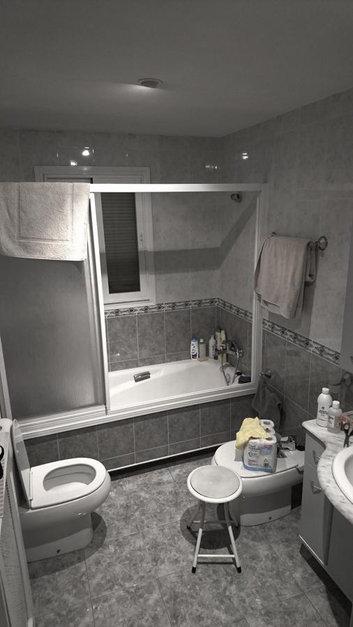 Cuarto de baño 1, estado inicial.