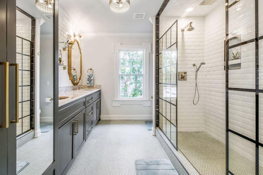 Cuarto de baño estilo clásico